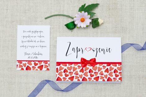 zaproszenie-slubne-ornament-kokardka-czerwone-serca